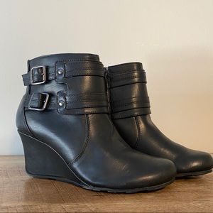 NWOT Black Kenneth Cole Reaction Wedge Boot Sz 8